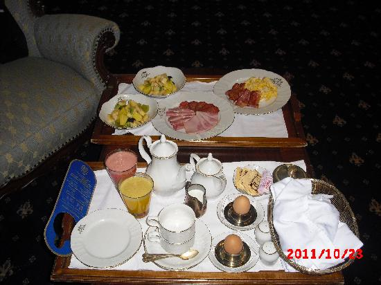 Grand Hotel London : Breakfast served in room