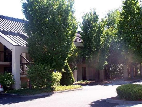 Red Lion Inn & Suites Deschutes River – Bend: Exterior