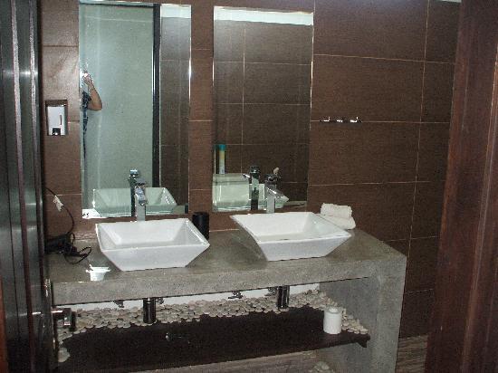 Kuta Regency Villa (B10): ensuite in main b/r - has shower