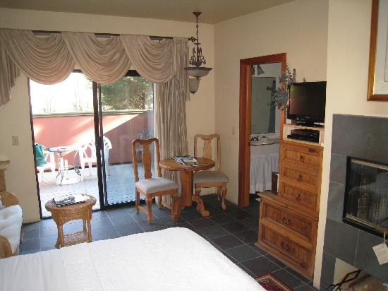 Sonoma Coast Villa & Spa : queen room