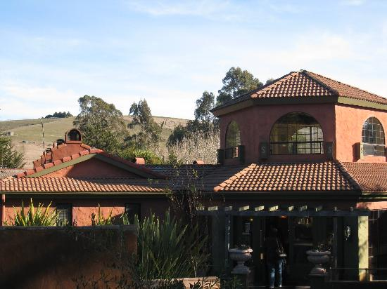 Sonoma Coast Villa & Spa: main part of lodge