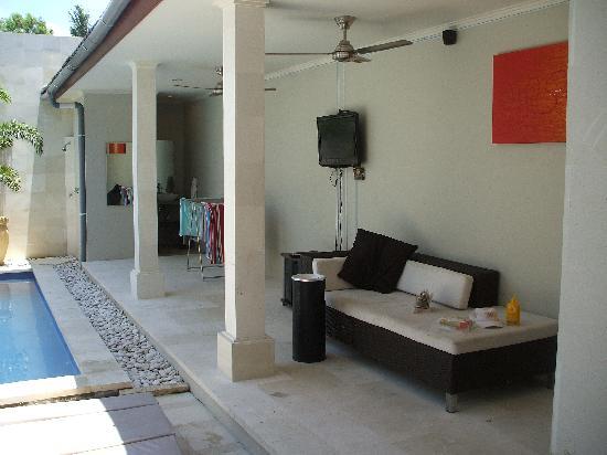 Kuta Regency Villa (B10): outside bathroom - toilet & cold shower