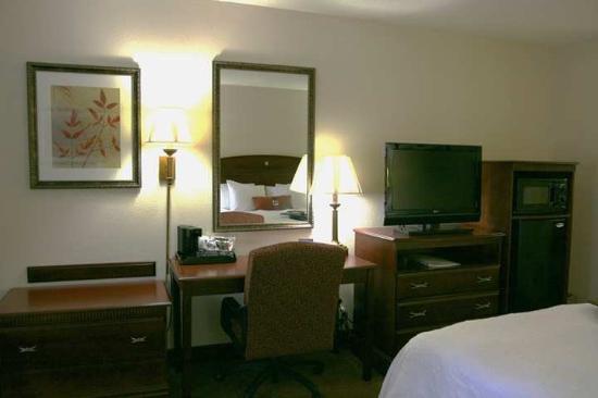 Hampton Inn Dalton: Guest Room
