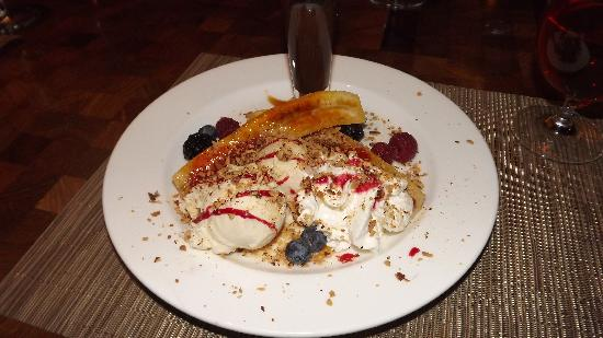 The Old House Restaurant: Carmelized Banana Split