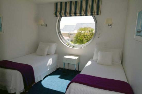 Beaches Nelson: 2 single beds