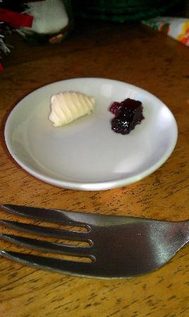 Hotel Cabanas El Porton: una gota de mantequilla y un centimetro de mermelada