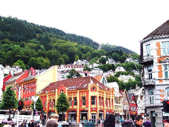 Mount Floyen and the Funicular (Floibanen): Bergen ==> Percorso della funicolare