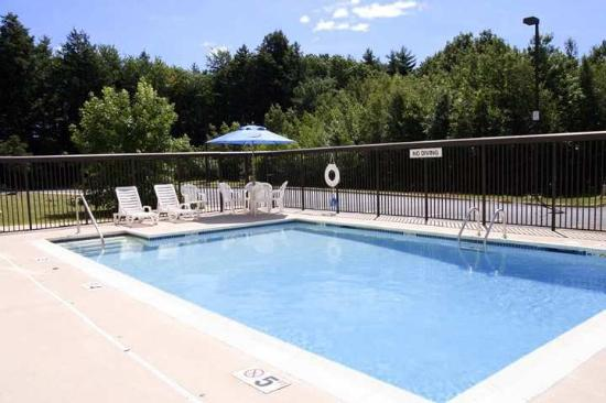 Hampton Inn Saco / Biddeford: Outdoor Heated Pool