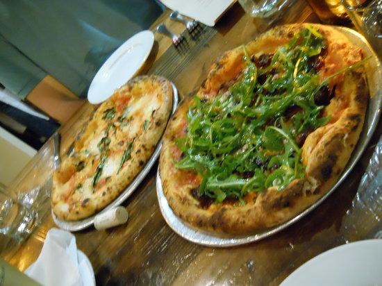 Delicious pizzas at Oenotri