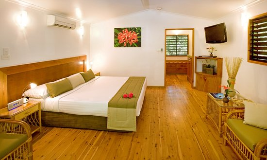 Kewarra Beach Resort & Spa: Interior image of a deluxe Pandanus bungalow