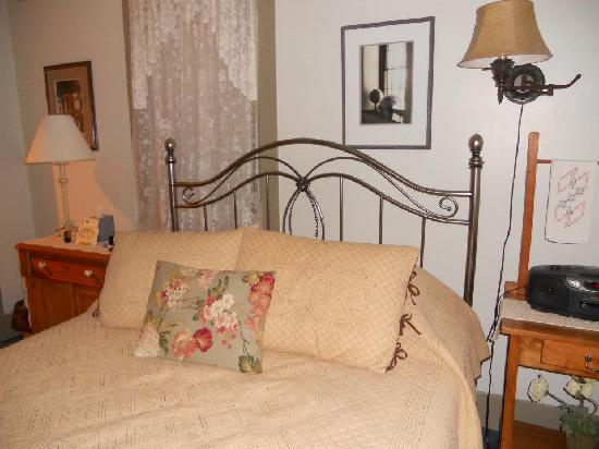 The Stagecoach Inn Bed and Breakfast: The Bed