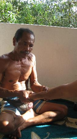 Buleleng, Indonesia: Made, the massaging neighbour