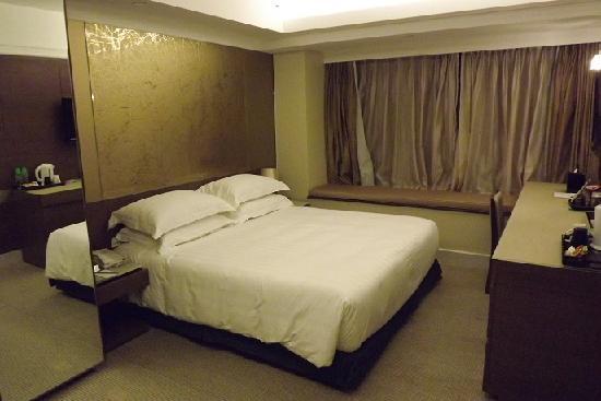 Harbour Plaza 8 Degrees: 泊まった部屋。綺麗な部屋で良かった。