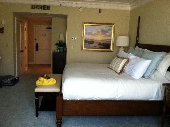 Inn & Club at Harbour Town - Sea Pines Resort: king bedroom