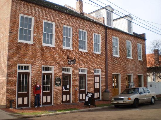 Hampton Inn & Suites Natchez: William Johnson House in downtown Natchez