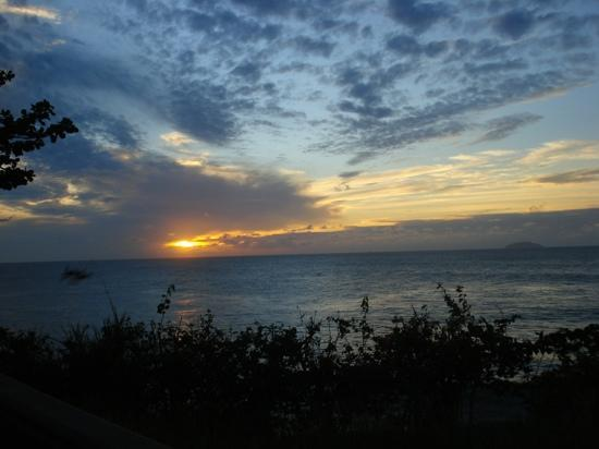 Dos Angeles Del Mar Bed and Breakfast: atardecer en Rincon, P.R