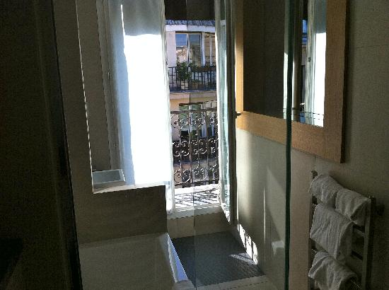 Hotel Marceau Champs Elysees: balcony out the french window