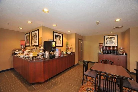 Hampton Inn Sault Ste Marie: Breakfast Bar
