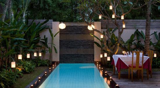 Bali Island Villas & Spa: Night pool