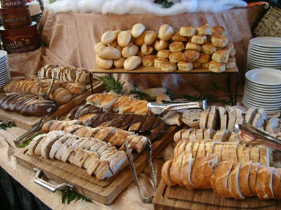 Eden Resort & Suites, BW Premier Collection: Bread selection at Sunday buffet