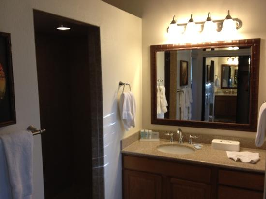 Makai Club : master bathroom