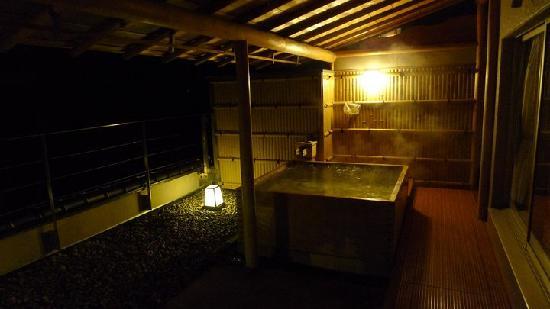 Hotel Kaibo: Night view of our bath tub