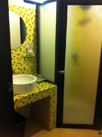 Mangrove Paradise Resort : the toilet with complimentary shower set
