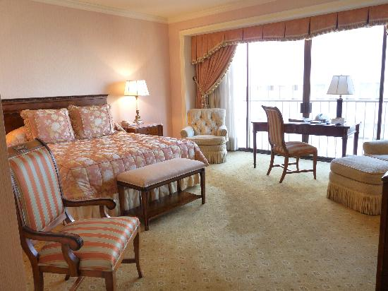 The Westgate Hotel: large spacious room with a king bed
