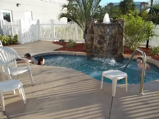 Country Inn & Suites By Carlson, Port Canaveral: nice hot tub