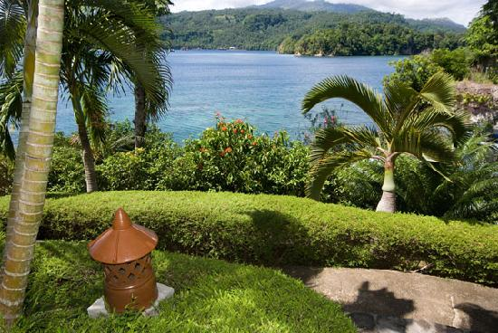 Lembeh Resort: Lush Tropical Gardens