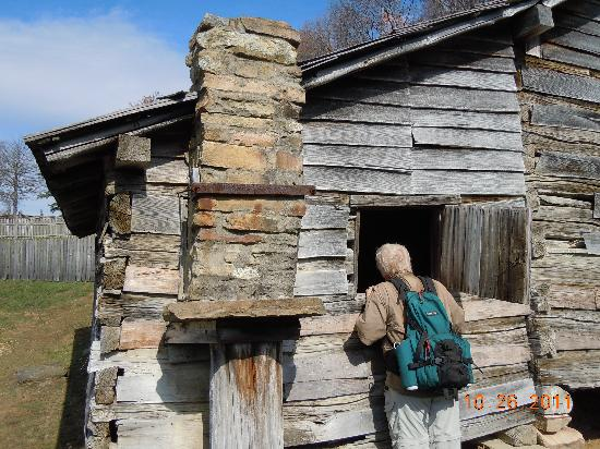 Cumberland Gap National Historical Park: Cabin With A Chimney Supported By  Wood That Was Learned