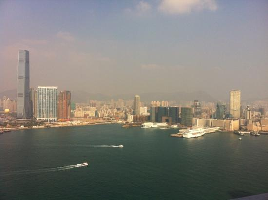 Four Seasons Hotel Hong Kong: Harbour view from the ectv. lounge balcony