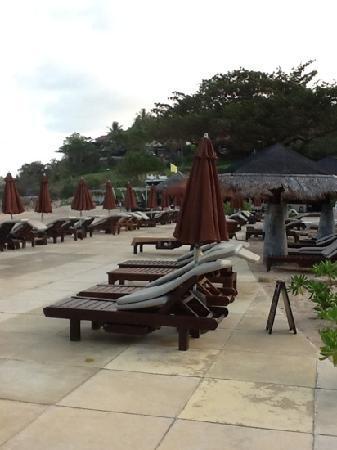 The Tongsai Bay: beach and pool area
