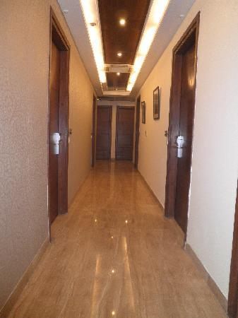 Alpina Hotels & Suites: Couloir