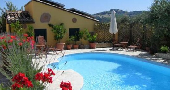 La Grande Quercia Bed & Breakfast : Relax by the Swimming Pool