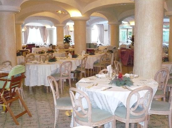 """Grand Hotel Terme di Augusto: Ristorante """" sala Cinzia"""""""