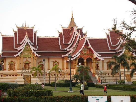 พระธาตุหลวง: Temples @ PhaThat Luang supra
