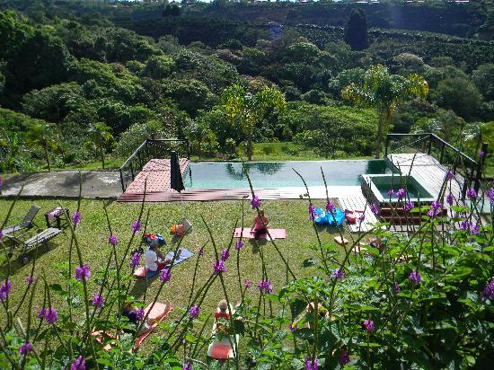 Hotel Mango Valley: Pool side