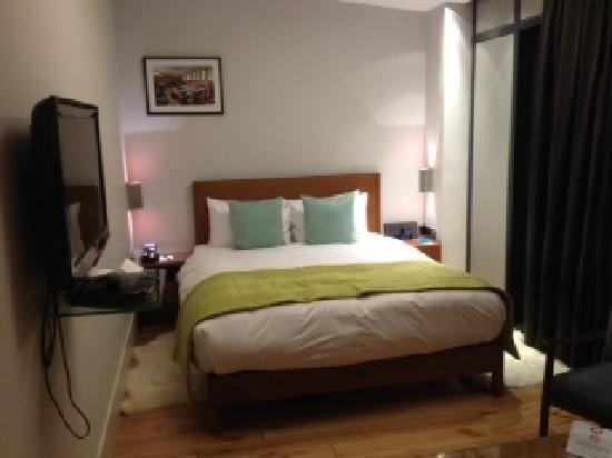 Executive 2 bedroom apartment picture of town hall hotel - London hotels with 2 bedroom suites ...