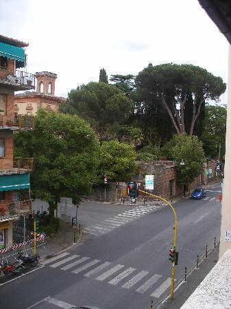 Villa Fiorita: Street view from balcony of room