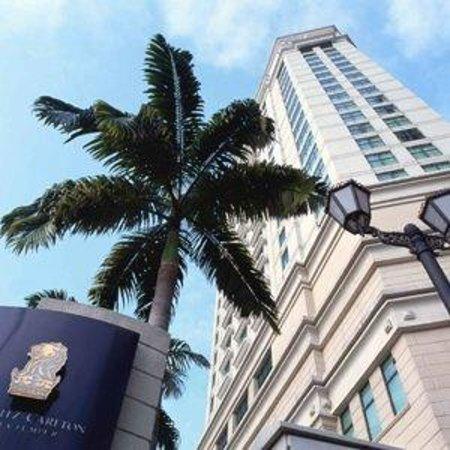 โรงแรมริทซ์ คาร์ลตัน กัวลาลัมเปอร์: Exterior