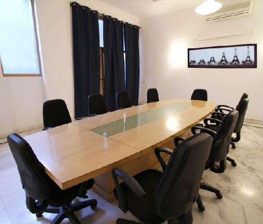 Luxury Suites : BOARD ROOM