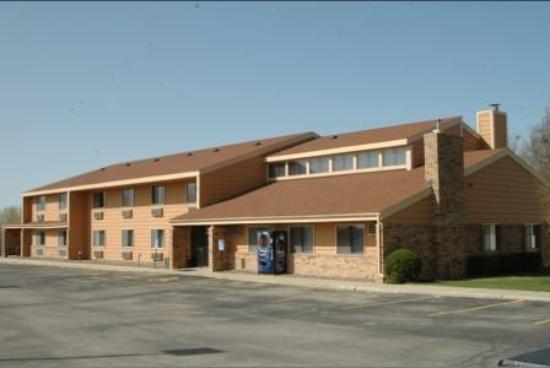 America's Best Inn - Stewartville: Exterior