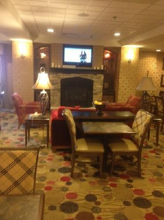 Hampton Inn Utica : lobby