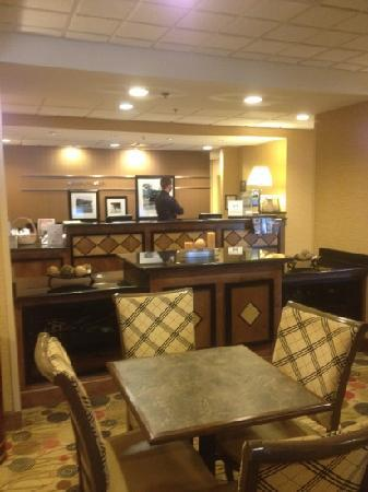 Hampton Inn Utica : front desk