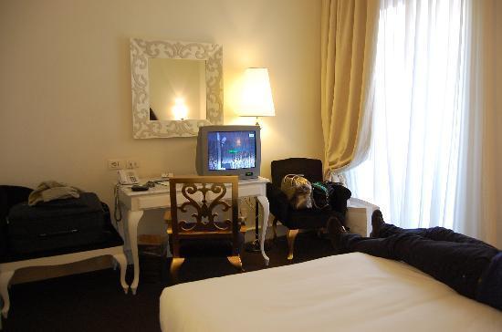 Palace Catania | UNA Esperienze: camera molto carina ma il televisore occupa mezza scrivania
