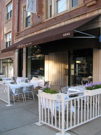 Southport Grocery & Cafe : Patio & front of store