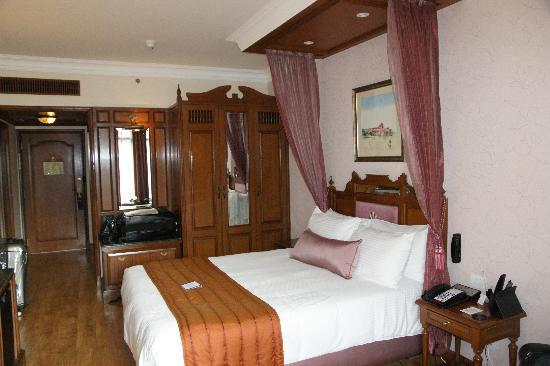 Radisson Blu Hotel GRT Chennai: Very nice room