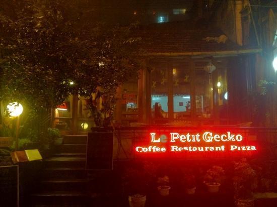 Le petit Gecko: Outside
