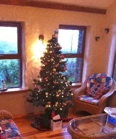 Gentian Cottage: Christmas tree in the sun room